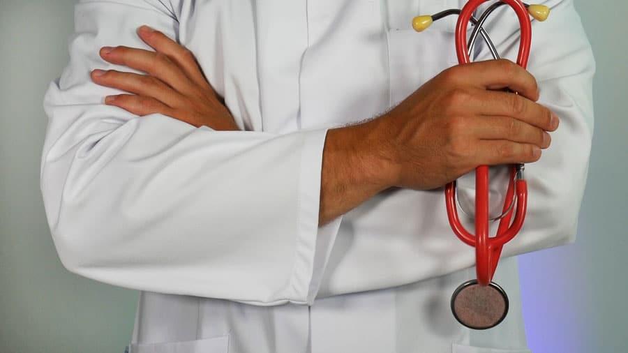 El-peligro-de-operarse-con-cirujanos-falsos-que-no-estén-certificados-por-la-CONACEM