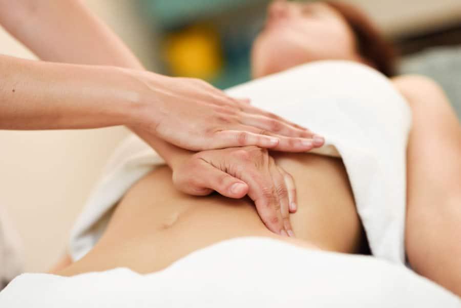 Realizar-los-masajes-y-drenajes-linfáticos