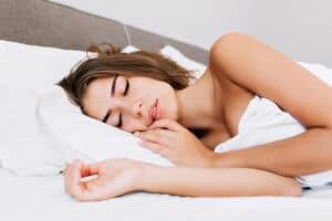 cómo-dormir-después-de-una-mastopexia-para-evitar-las-molestias